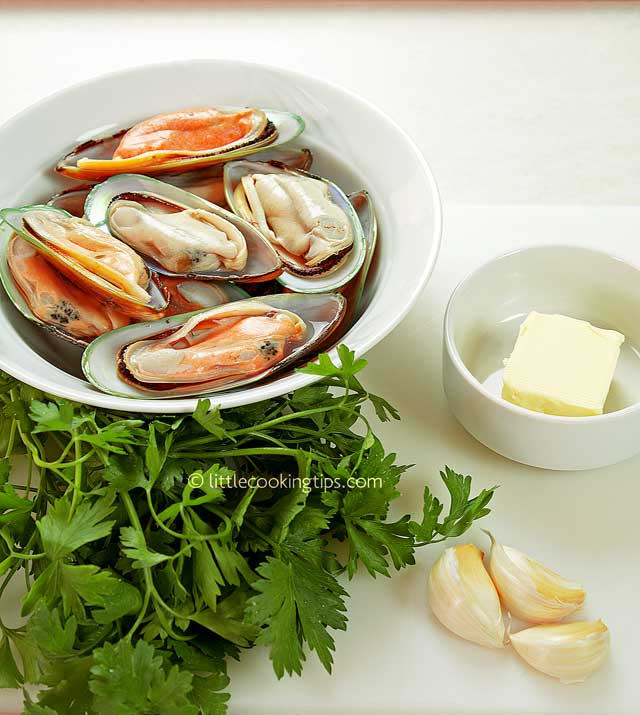 Little Cooking Tips Garlic butter broiled mussels in easy steps