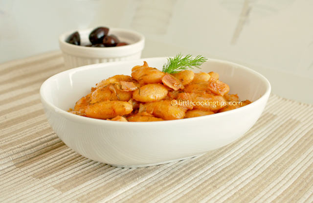 Large baked beans with bacon in tomato sauce (Gigandes/Gigantes plaki)