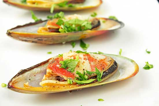 Garlic butter broiled mussels that will impress your friends