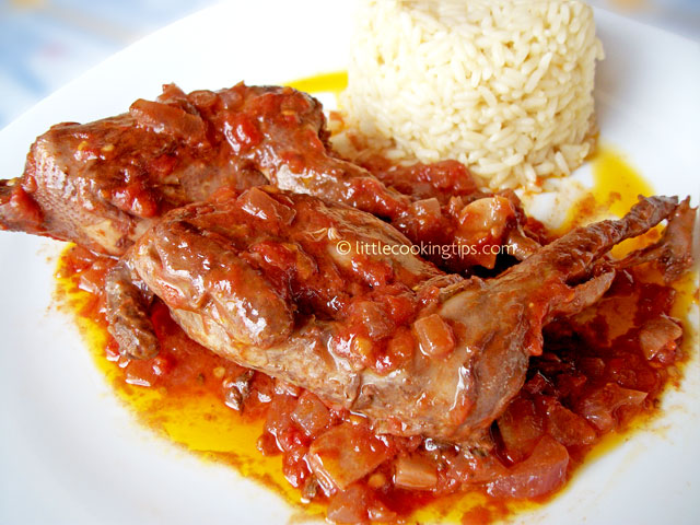Quails in tomato and red wine sauce