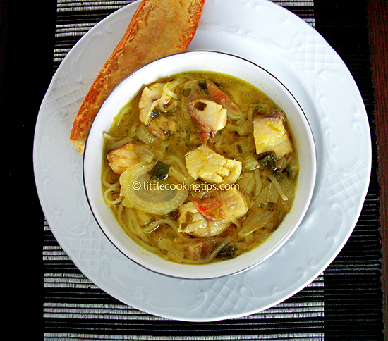 Easy noodle soup with fish, onions and fennel