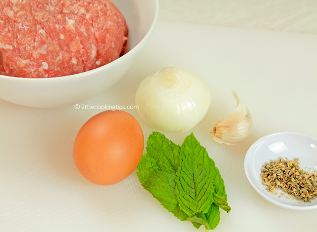 Little Cooking Tips Easy, juicy Mediterranean turkey burgers