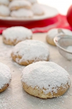 Greek Christmas Butter Cookies: Kourabiedes