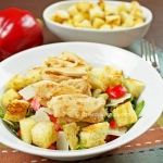 Garlicky green salad with chicken, parmesan and croutons